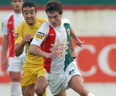 Dono do Steaua oferece dinheiro a quem levar Tiago Gomes
