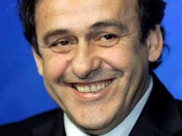 Platini recebe apoios para fim de transferências de menores