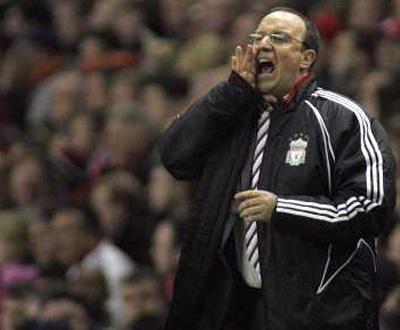 Liverpool: Rafa Benítez renova até 2014