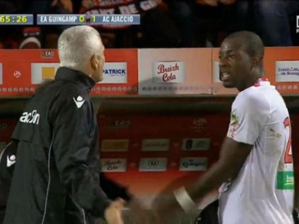 V. Guimarães: marfinense Junior Tallo reforça ataque