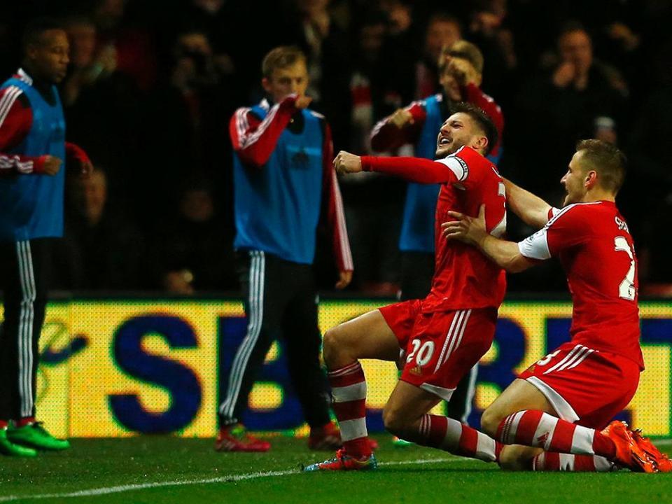 Southampton vence com Fonte, Fulham afunda-se