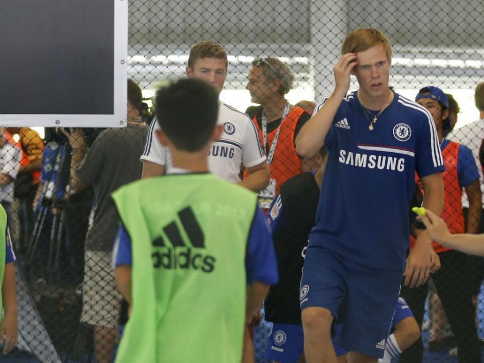 Inglaterra: Kalas (Fulham) expulso aos...39 segundos