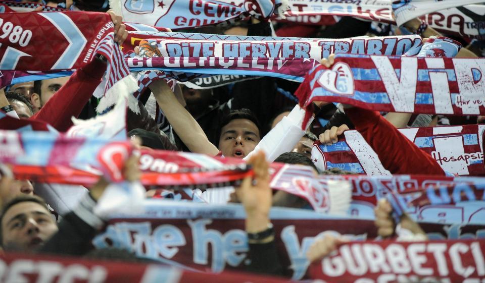 Turquia: Cardozo marca; Galatasaray goleado e confusão no final