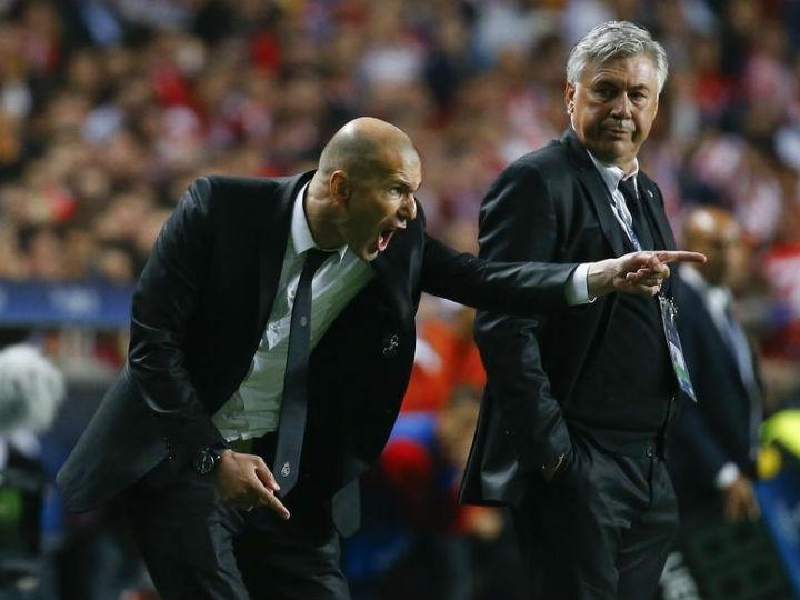 Zidane suspenso três meses por treinar sem licença