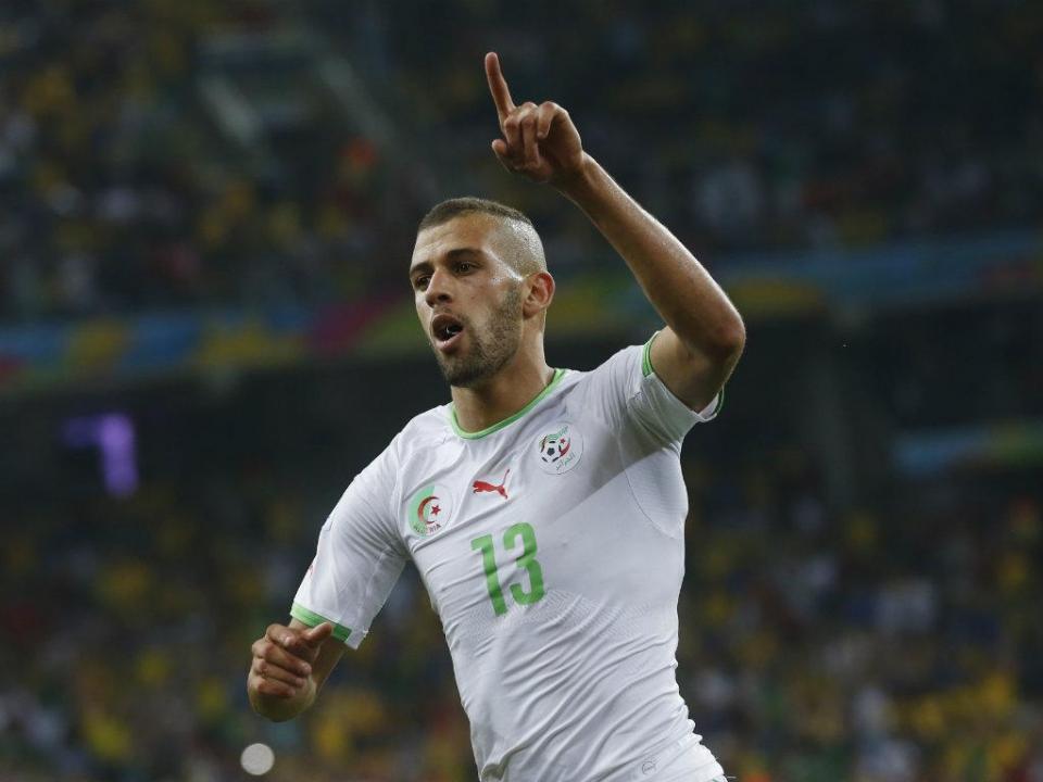 Slimani no top cinco dos maiores goleadores da seleção da Argélia