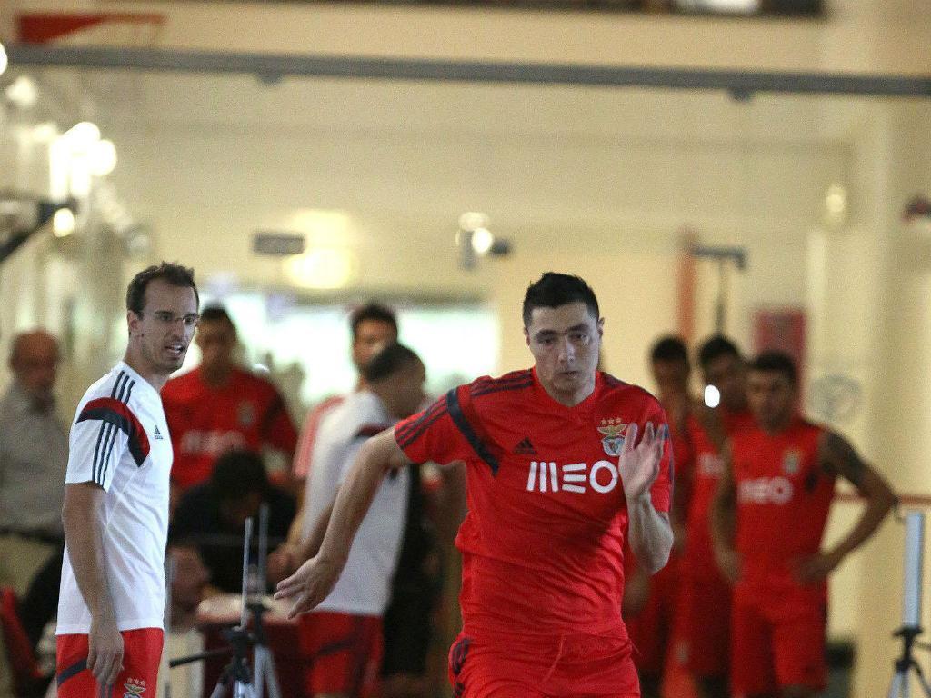 OFICIAL: Benfica encaixa 4 milhões com venda de Cardozo