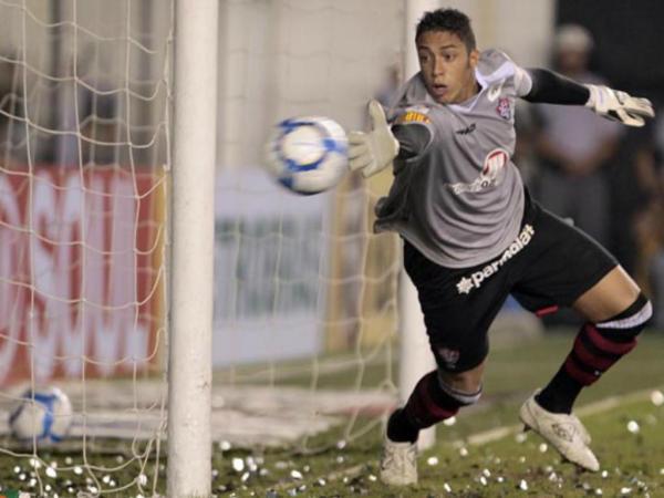 Académica contrata guarda-redes que defendeu penálti de Neymar