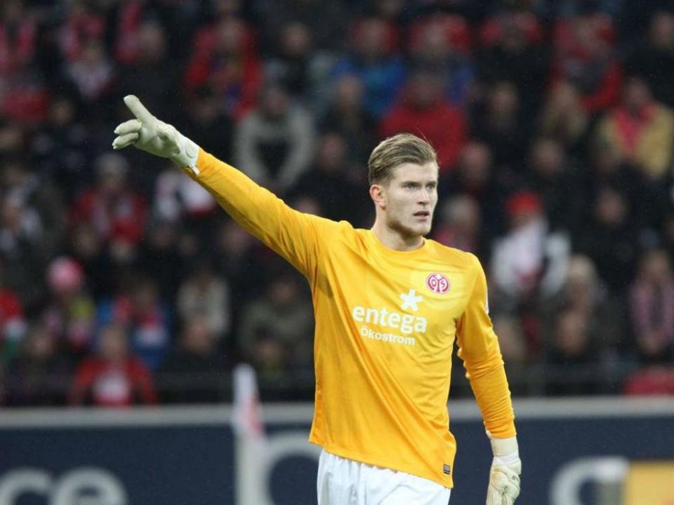 Liverpool: Loris Karius fratura mão ao socar colega de equipa