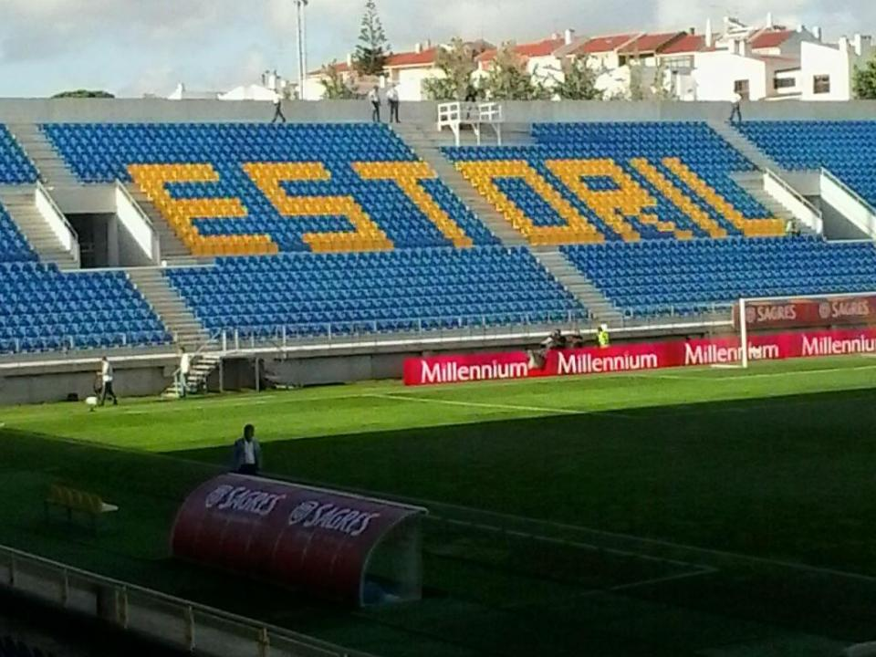Estoril inaugurou nova bancada no António Coimbra da Mota