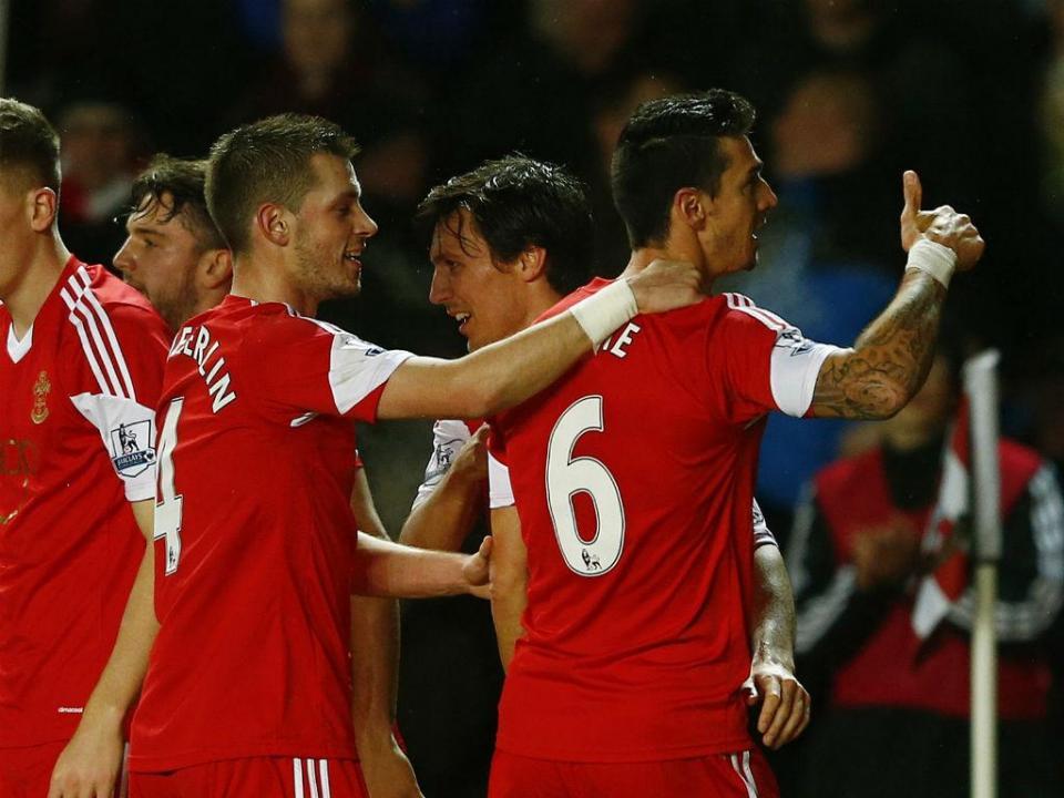 Arsenal vence, Liverpool empata, José Fonte é segundo
