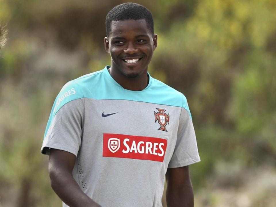 Sporting compra a totalidade do passe de William Carvalho