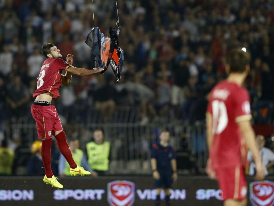 Federação sérvia anuncia recurso ao castigo da UEFA