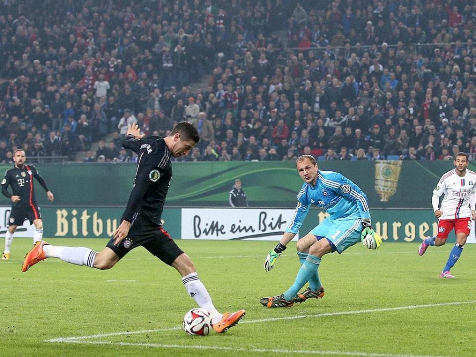 Adepto invade relvado para insultar e atacar Ribéry