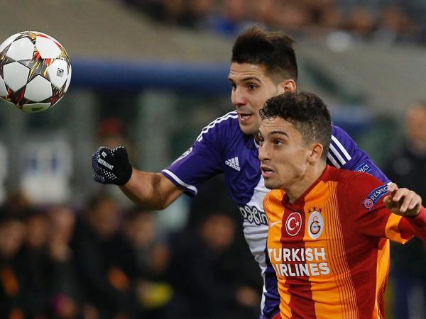 FC Porto: Alex Telles já chegou e assina por cinco épocas