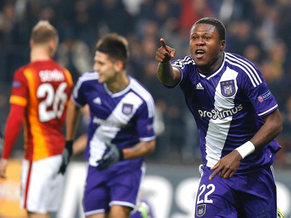 FC Porto: Mbemba com acordo por quatro épocas