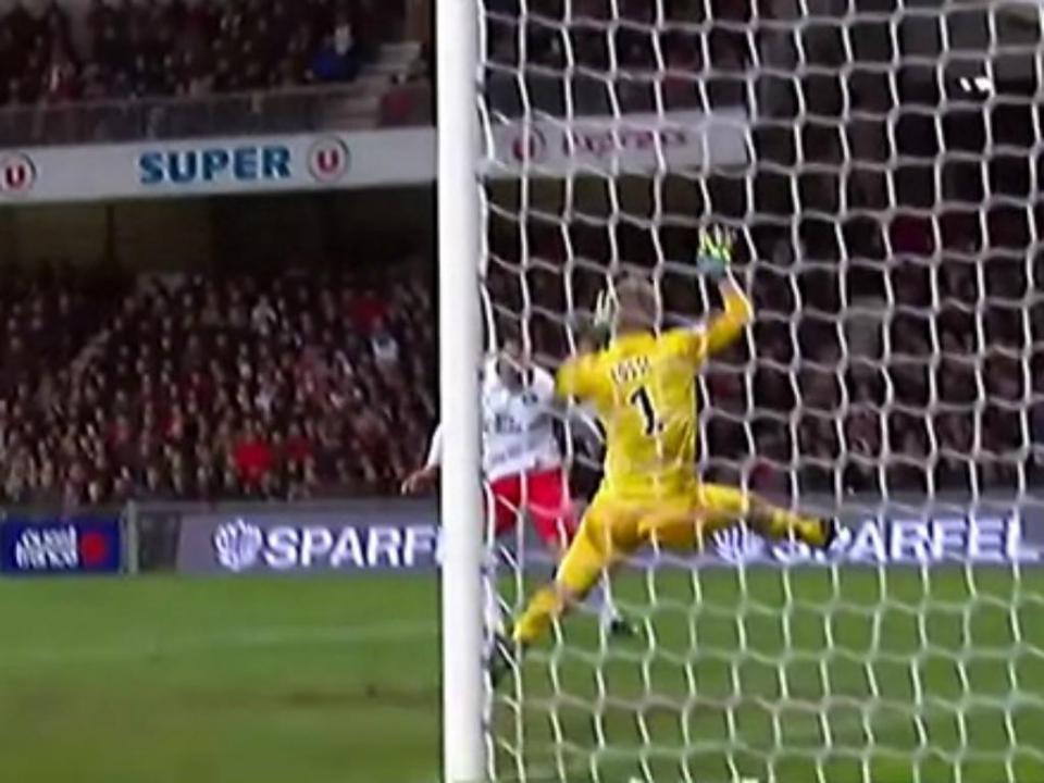 OFICIAL: Huddersfield contrata Jonas Lossl em definitivo