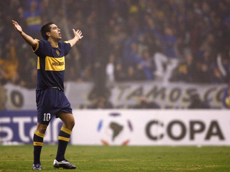 Van Gaal explica saída de Riquelme: «Já viste como corre Messi?»