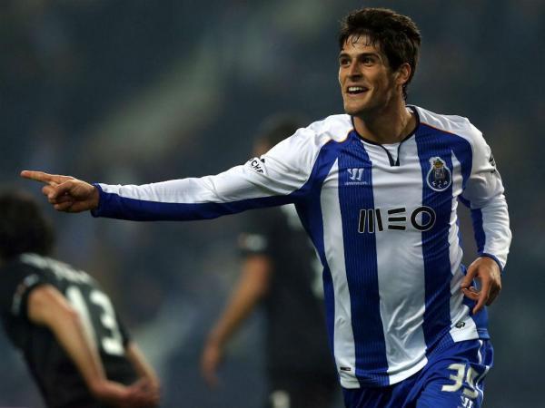 FC Porto: Gonçalo Paciência a caminho da Académica