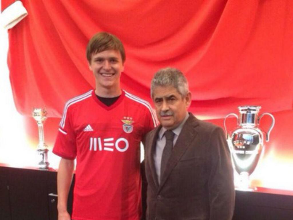 Benfica contrata gigante russo para o centro da defesa