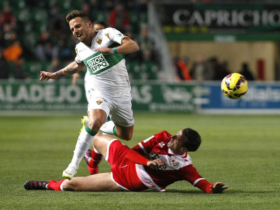 Espanha: Elche vence Almería e dá salto na classificação