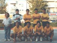 Clube de Bairro: Sonâmbulos (Rui Correia, guarda-redes; e Mário Santos (2º em baixo a contar da esquerda) na equipa que em 1987 disputou as maratonas e torneios)