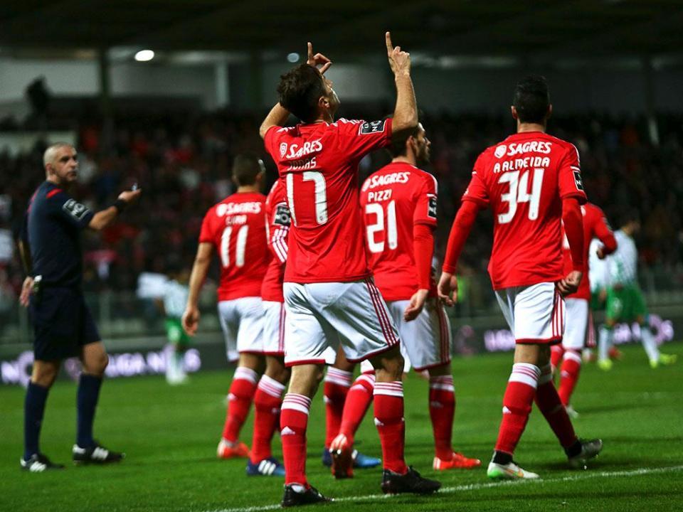 Benfica contrata avançado do Nacional para os juniores