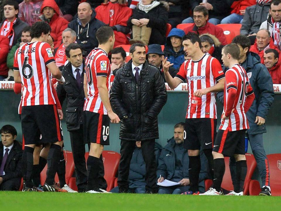 Athletic Bilbao renova com internacional sub-21 espanhol