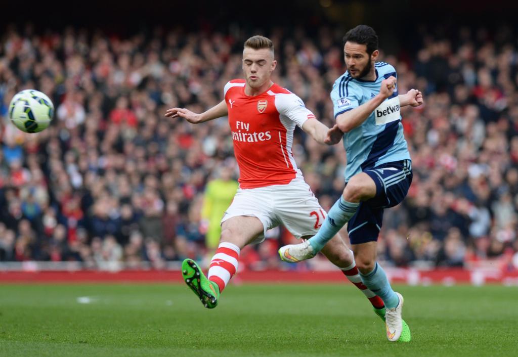 OFICIAL: Calum Chambers renova com o Arsenal