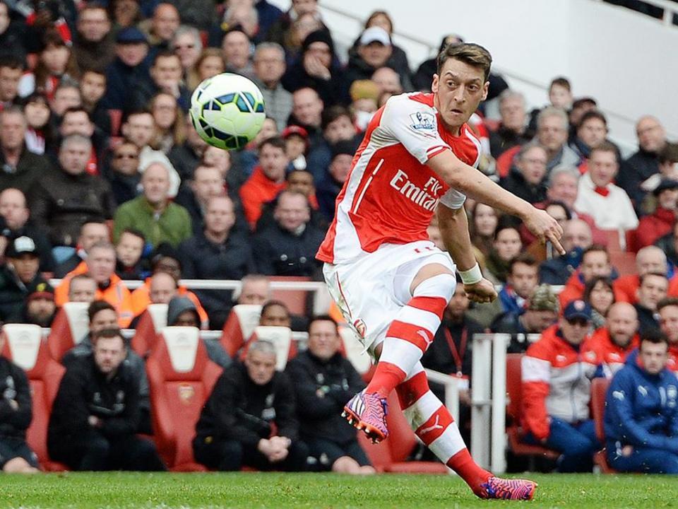 Arsenal: Özil muda de camisola