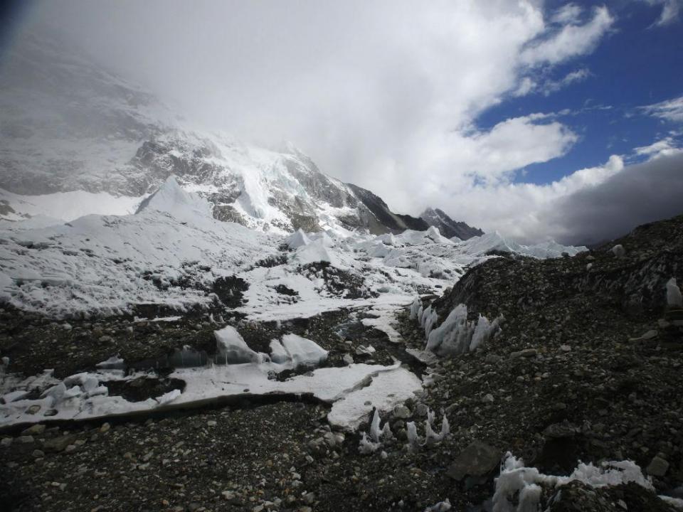 Dois montanhistas morrem a tentar escalar Evereste