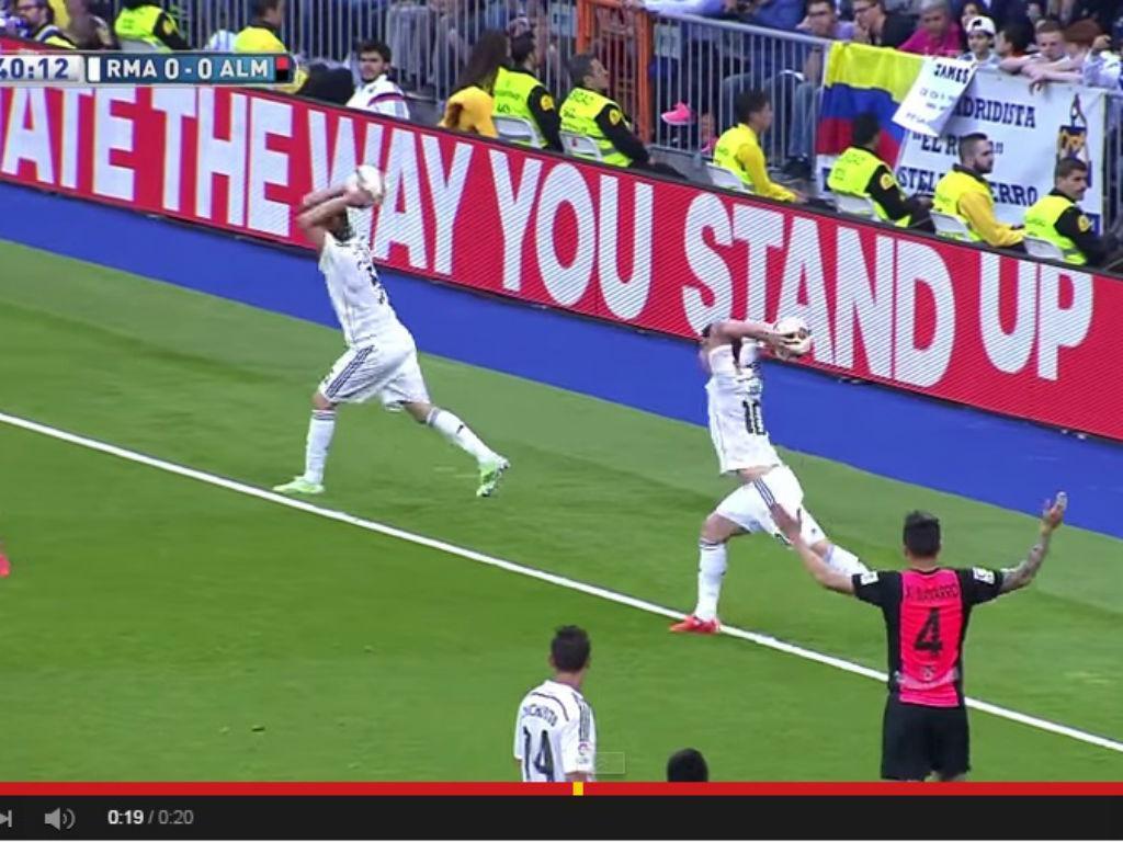 VÍDEO: Coentrão e James fazem lançamento lateral... em simultâneo