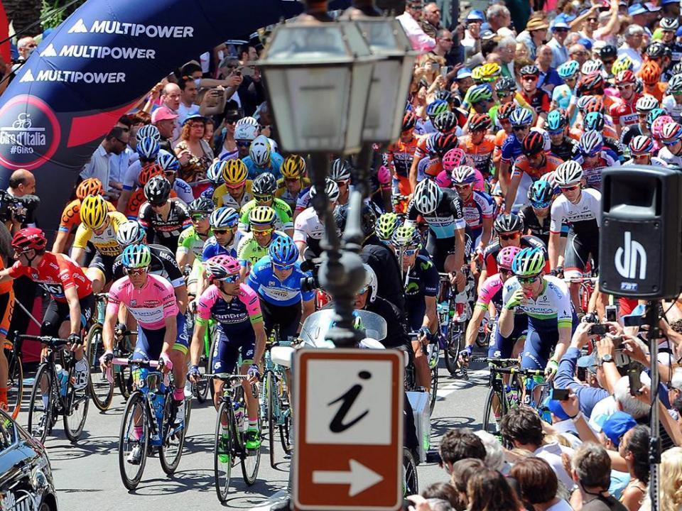 Giro: Elia Viviani vence etapa, Yates continua líder da geral