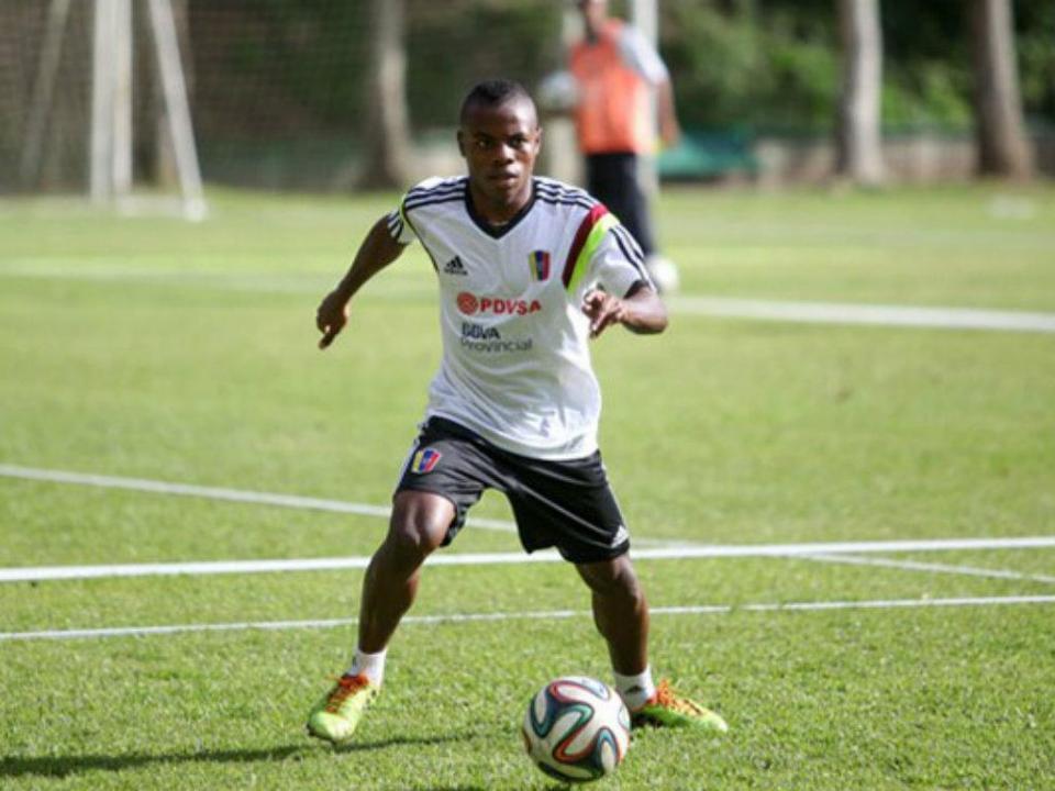 OFICIAL: Jhon Murillo a caminho do Benfica