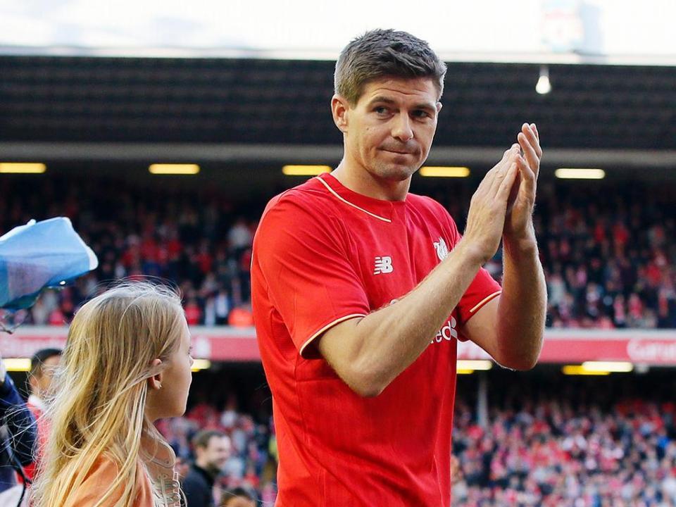 Youth League: Gerrard treinador estreia-se com goleada