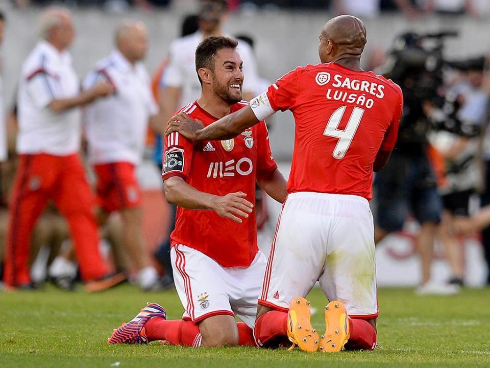 Benfica: Raul Jimenez e Jardel de fora por lesão