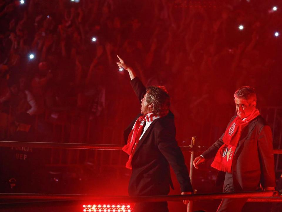 OFICIAL: Benfica encerra negociações com Jesus