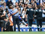 Mourinho e Drogba (Reuters/ Tony O'Brien)