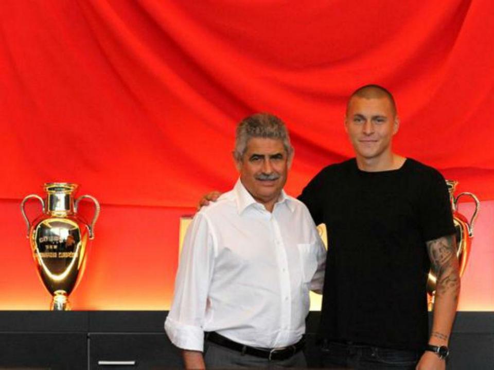 OFICIAL: Lindelof renova com o Benfica