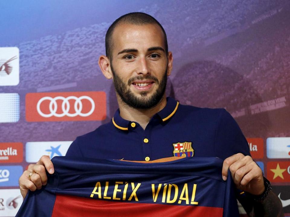 Barcelona: chega Arturo Vidal, sai Aleix Vidal
