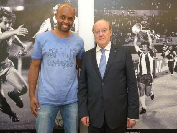 OFICIAL: Helton renova por duas épocas com o FC Porto