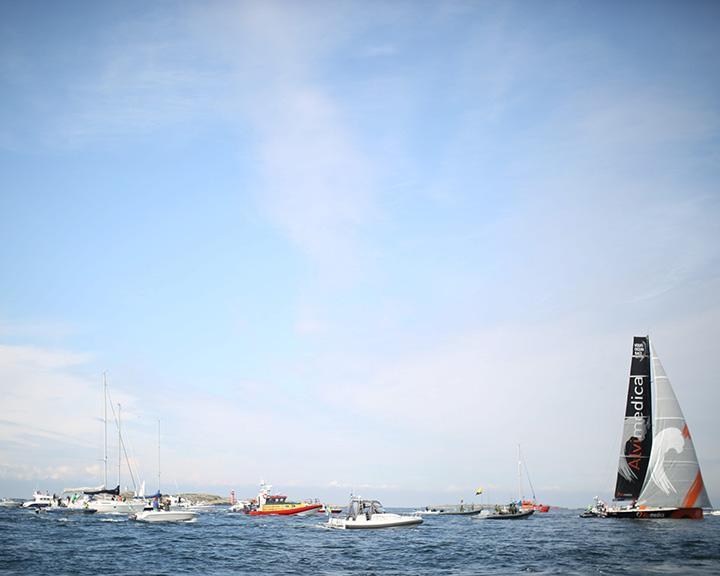 Acidente na Volvo Ocean Race: tripulante «definitivamente perdido» no mar