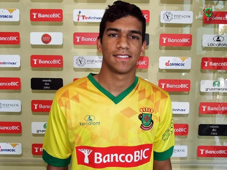 FC Porto empresta Roniel ao Paços