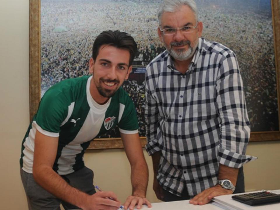 Liga espanhola impede Isaac Cuenca de jogar pelo clube da terra