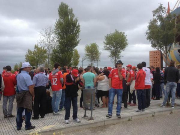 Arouca-Benfica: mais de mil à espera do autocarro das águias