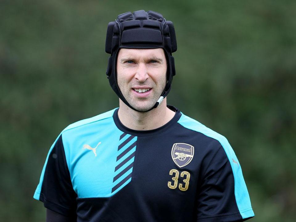 E se Petr Cech jogasse sem capacete? Ele quer, mas não pode
