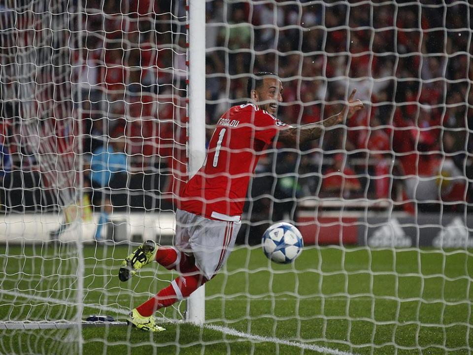 Benfica: Mitroglou tem entorse na tibiotársica esquerda