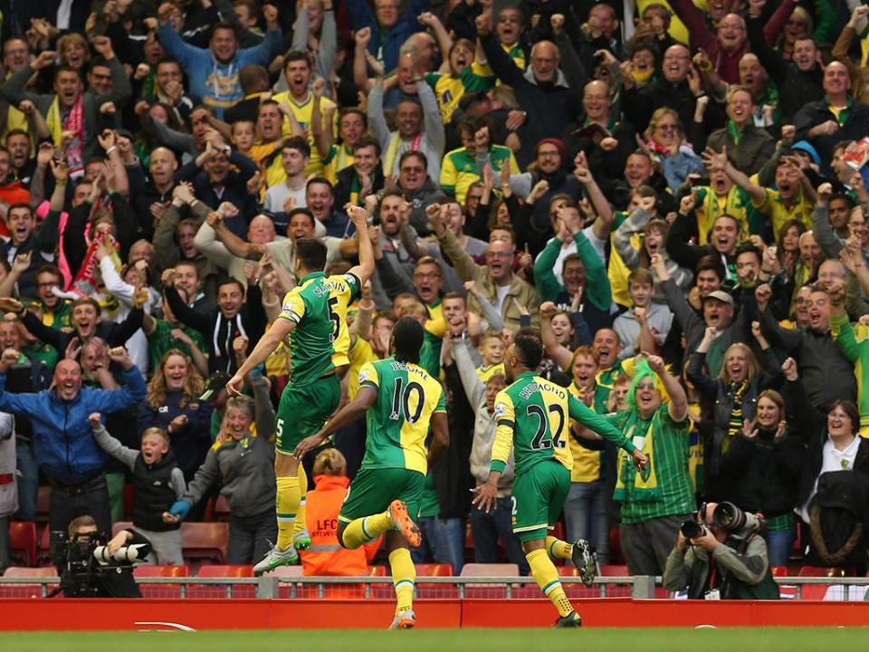 Ex-Norwich troca futebol pelo wrestling