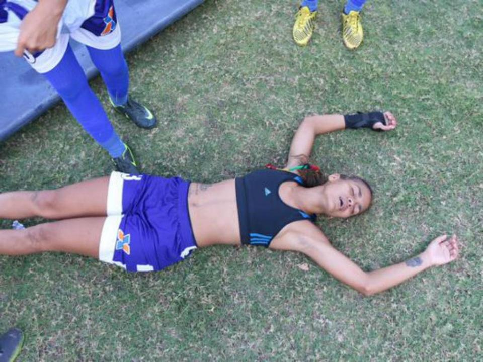 Vídeo: nove jogadoras desmaiaram durante jogo