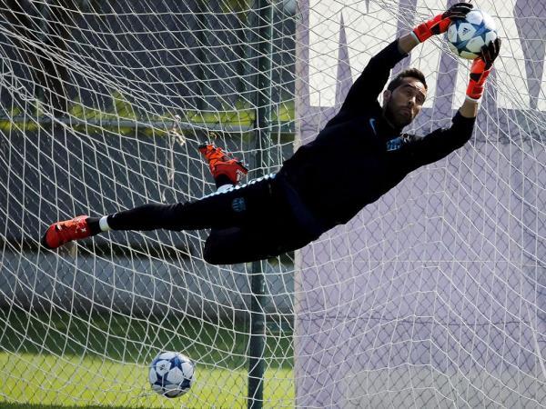 OFICIAL: Claudio Bravo é reforço do Manchester City