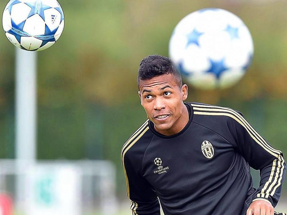 Itália: Juventus confirma lesão muscular de Alex Sandro